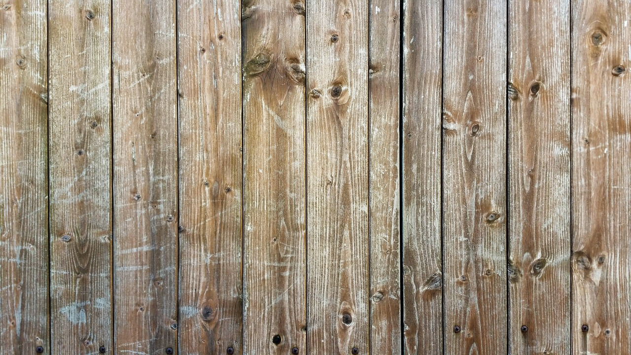Choosing The Right Wood Fencing: A Mini-Guide