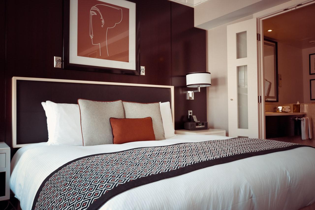 Book a Spacious Bangkok Hotel Room Near Ratchada MRT